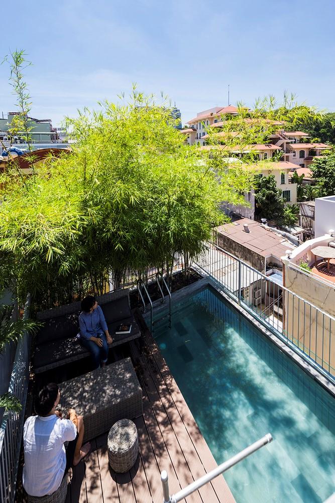 Với mong muốn trả lại mảng xanh cho Trái đất, các thiết kế của Kiến trúc sư Võ Trọng Nghĩa thường lấy yếu tố xanh của cây làm nền và tạo ra những không gian giao hòa cùng thiên nhiên. Bamboo House cũng là một trong số đó!